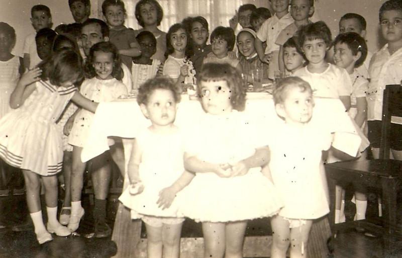 Luxilo (?).Simões e filha Paula, filho do Alves Silva, Paula Fontes, Maria Joao Piedade, Isabel Coelho, manos Piedade.