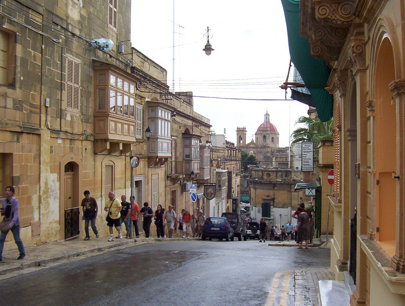 Malta Valletta 10a On the way to the Citadel.jpg