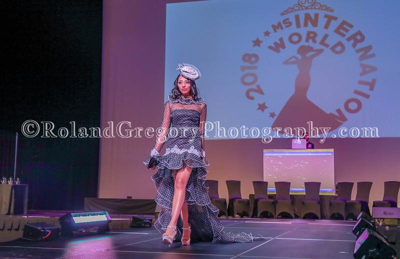 100 Womens Fashion show2019-3444.jpg