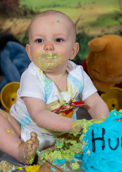20200215-Orion1stBirthday-PoohCakeSmash-23wm.jpg