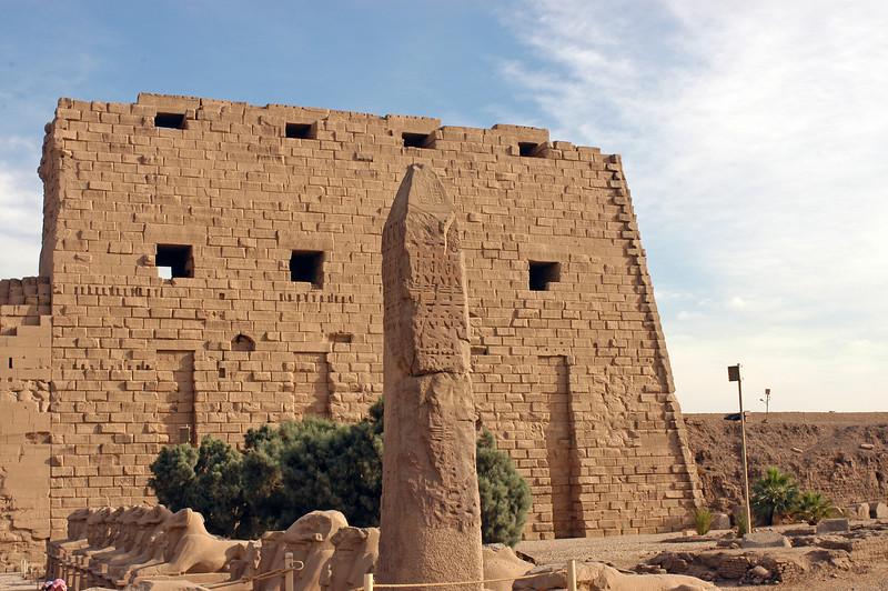 Karnak Temple 01.08.06 0001.jpg