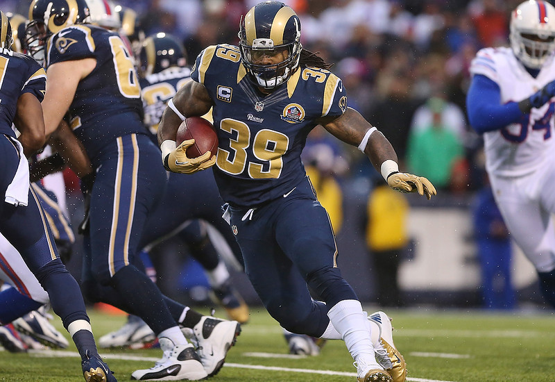 . Steven Jackson #39 of the St. Louis Rams carries the ball during an NFL game against the Buffalo Bills at Ralph Wilson Stadium on December 9, 2012 in Orchard Park, New York. (Photo by Tom Szczerbowski/Getty Images)
