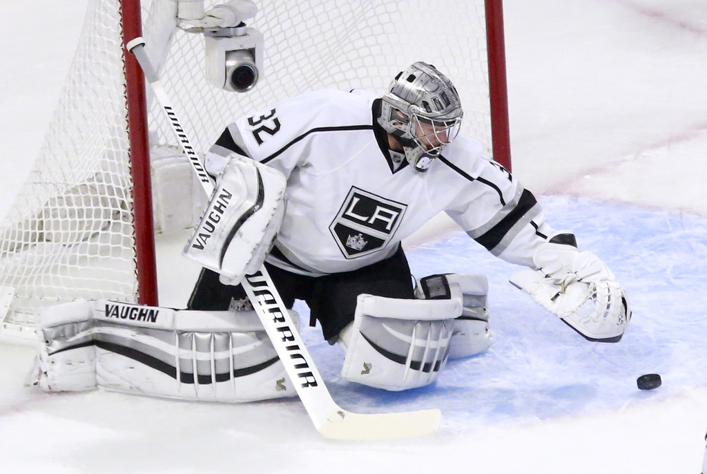 . Los Angeles Kings goalie Jonathan Quick makes a save during the first period of Game 1 of the Western Conference finals in the NHL hockey Stanley Cup playoffs against the Chicago Blackhawks in Chicago on Sunday, May 18, 2014. (AP Photo/Charles Rex Arbogast)