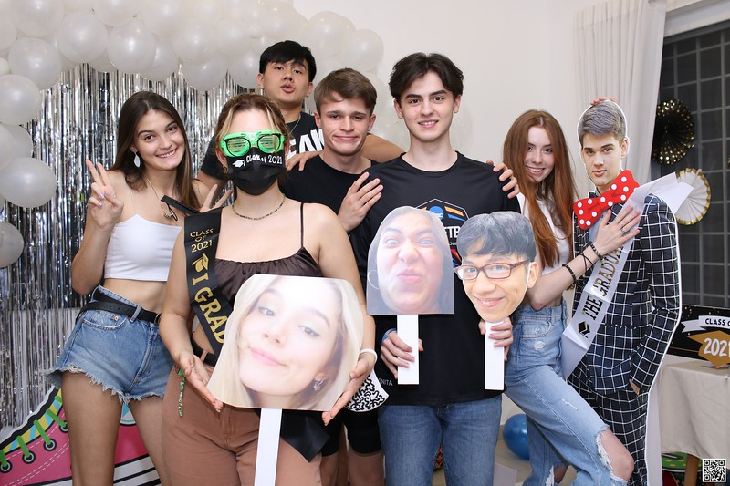 graduation-party-class-of-2021-instant-print-photo-booth-in-ho-chi-minh-Chup-hinh-in-anh-lay-lien-Tiec-Tot-Nghiep-2021-WefieBox-Photobooth-Vietnam-cho-thue-photo-booth-083.jpg