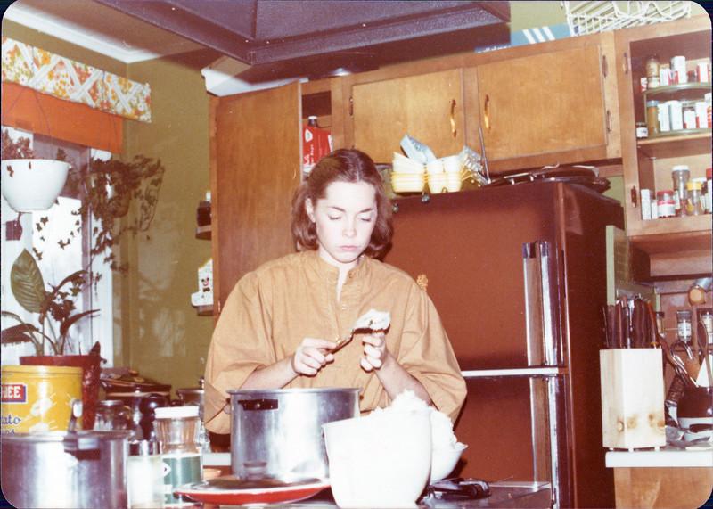 1976 Gina Thanksgiving.jpg