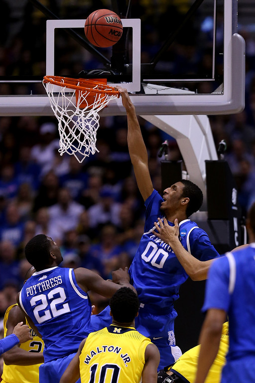 . Marcus Lee #00 of the Kentucky Wildcats attempts to dunk the ball against the Michigan Wolverines  during the midwest regional final of the 2014 NCAA Men\'s Basketball Tournament at Lucas Oil Stadium on March 30, 2014 in Indianapolis, Indiana.  (Photo by Jonathan Daniel/Getty Images)