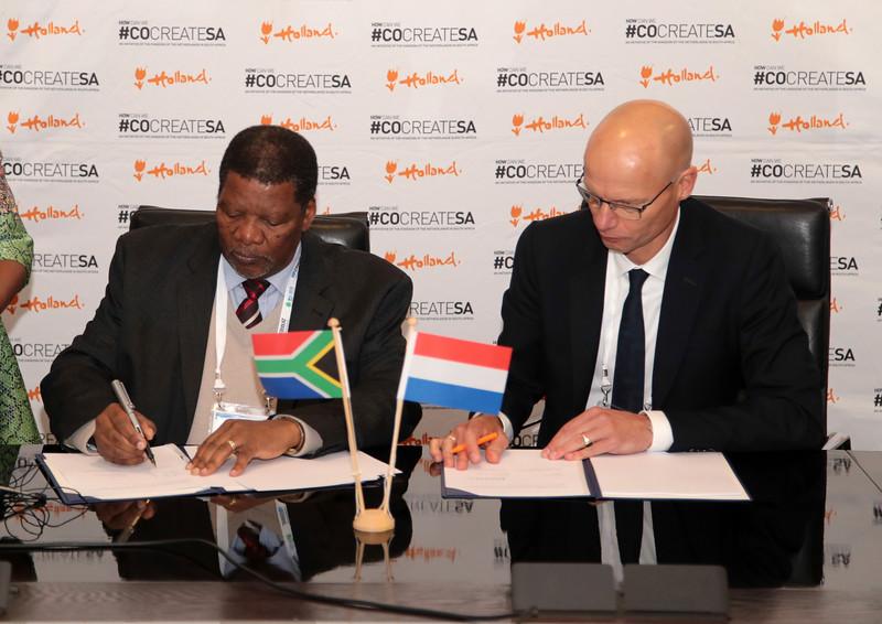 Wisa_Minister signing-0577.jpg