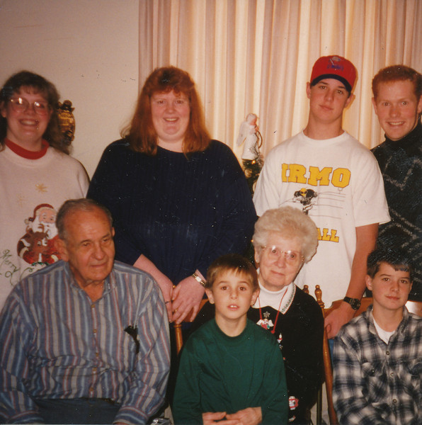Ellis & Eileen Sullivan, Stephen, Samantha & Joyce Sullivan, Zach, Andrew & Jacob Hiller 1995.jpg