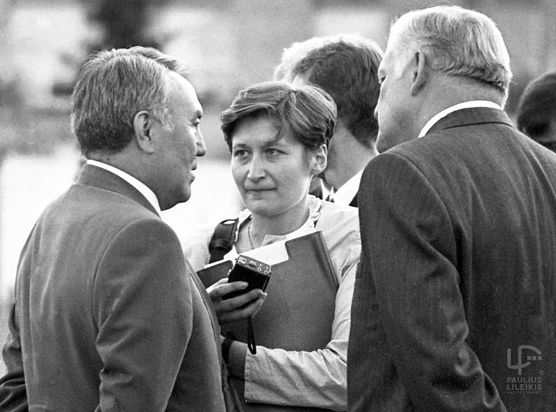 Kazachstano prezidentas Nursultanas Nazarbajevas, Ramunė Sakalauskaitė bei Lietuvos prezidentas Algirdas Brazauskas. 1994-aisiais.
