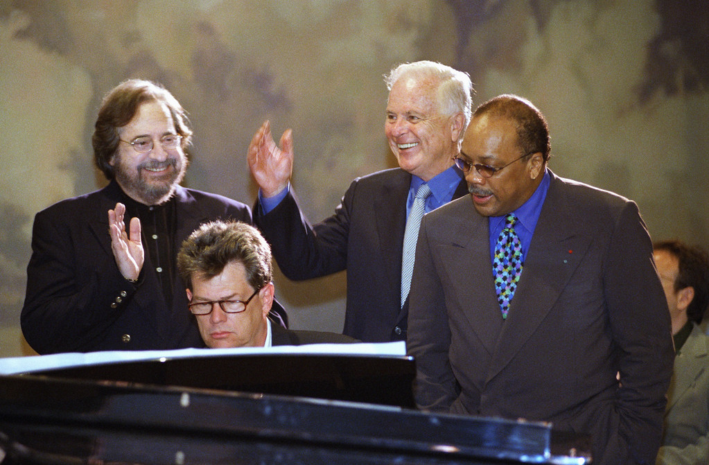 ". Los Angeles Mayor Richard Riordan, second from right, joins musicians Phil Ramone, David Foster and Quincy Jones, left to right, in a rendition of Randy Newman\'s ""I Love L.A.\"" after announcing that the Grammy Awards are returning to Los Angeles during a news conference in Beverly Hills, California on Tuesday, June 16, 1998. The announcement comes four months after New York Mayor Rudolph Giuliani got into a public spat with the head of the awards show. (AP Photo/Chris Pizzello)"