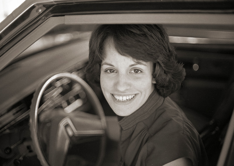 1981-10 susan in car.jpg