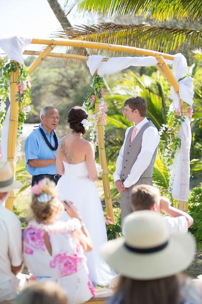 gillin beach kauai wedding-73.jpg