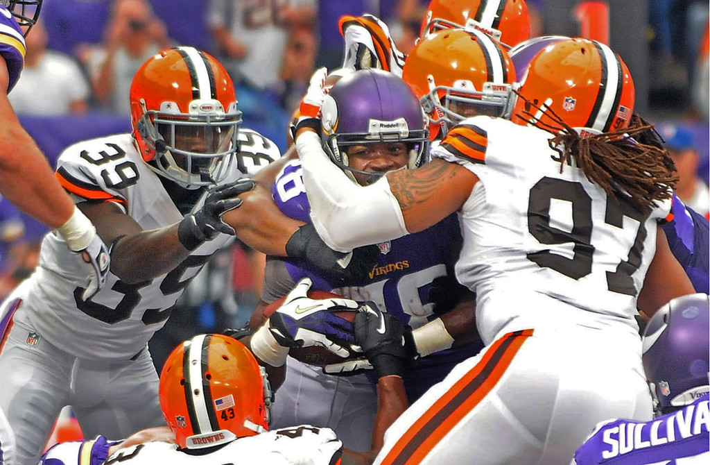 . Vikings running back Adrian Peterson punches through the Browns defense for a 2-yard touchdown run in the first quarter. (Pioneer Press: Sherri LaRose-Chiglo)