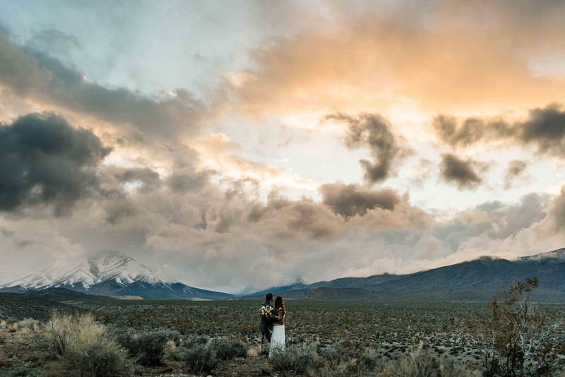 Las Vegas Elopement in the desert with mountain veiws - Elopement vs Wedding -Kristen Krehbiel Kristen Kay Photography-60.jpg