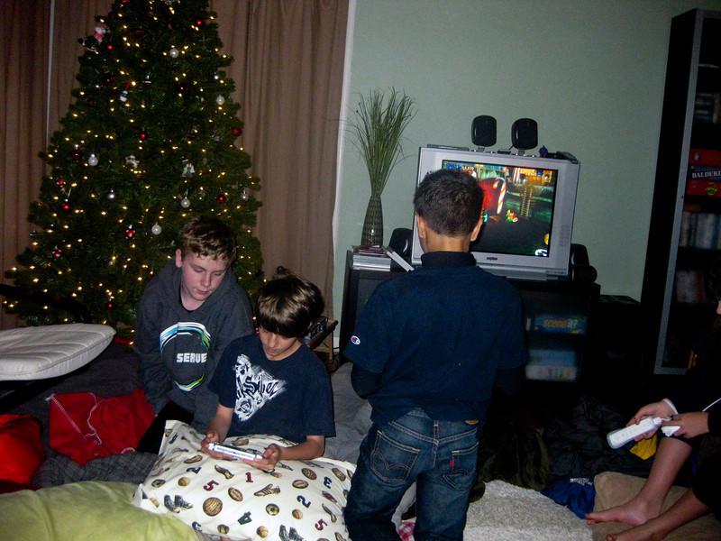 09 - Dec - 11 - Jr High 6th Grade All-Nighter-0669