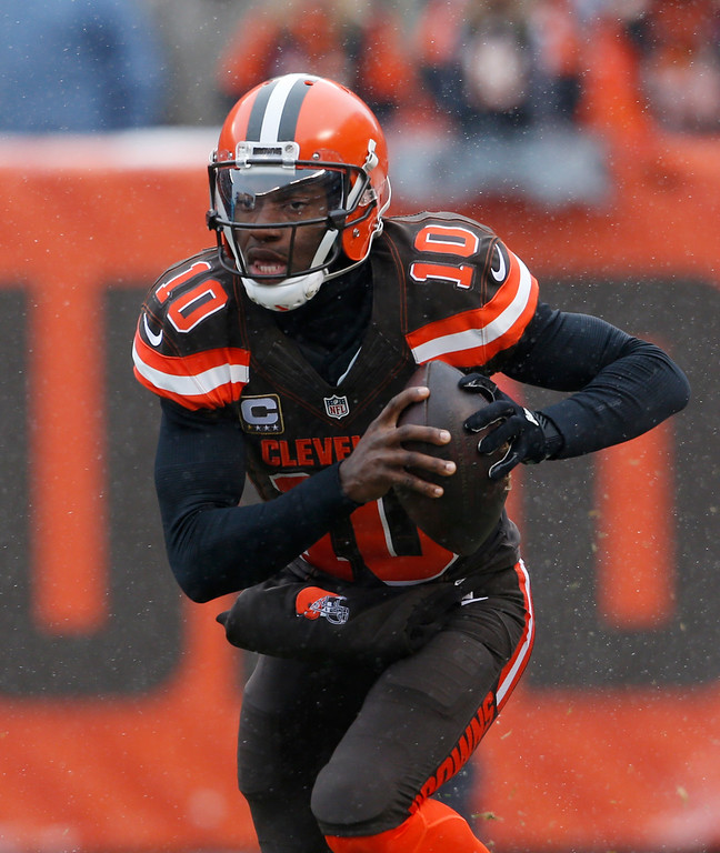 . Cleveland Browns quarterback Robert Griffin III looks to pass in the first half of an NFL football game against the Cincinnati Bengals, Sunday, Dec. 11, 2016, in Cleveland. (AP Photo/Ron Schwane)