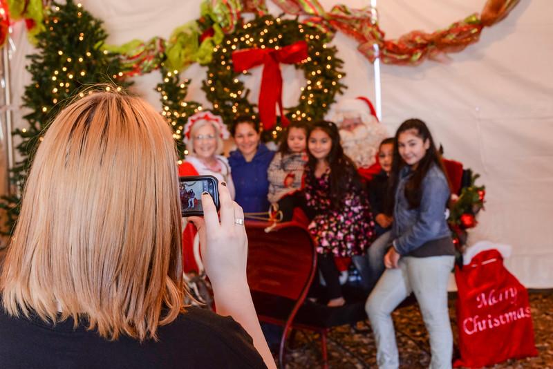 2014-12-24 Creekwood Christmas 009.jpg