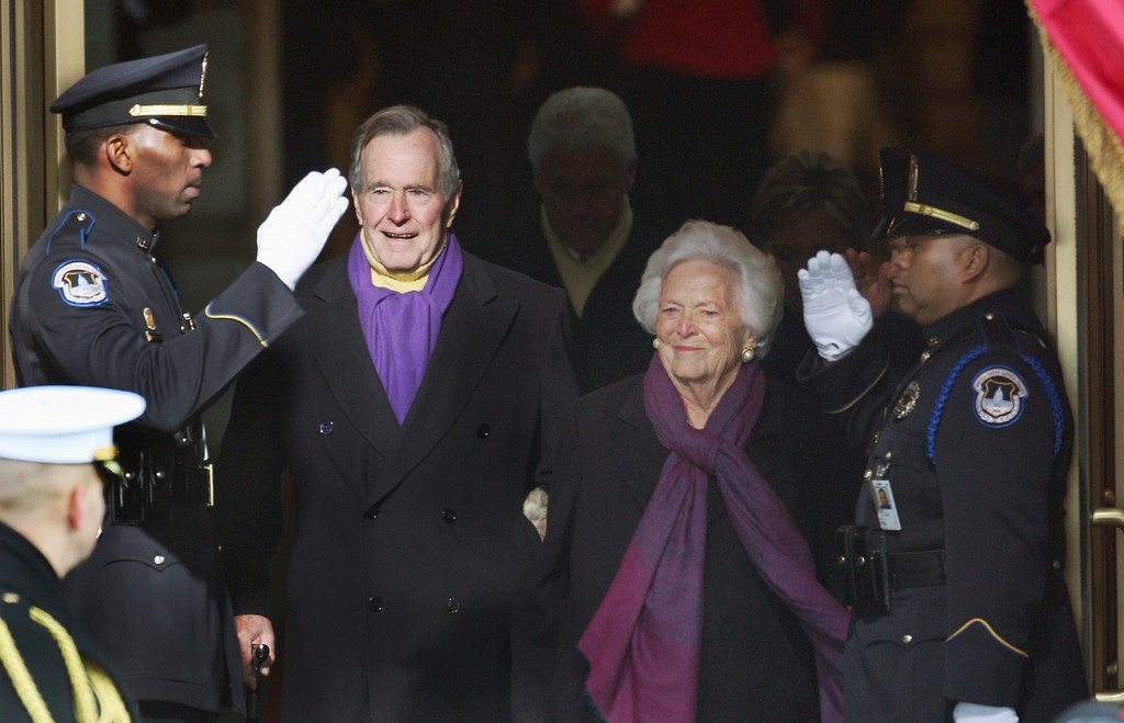 . Former President George H.W. Bush and wife, Barbara, arrive at the U.S. Capitol in Washington, Tuesday, Jan. 20, 2009, for the swearing-in of President-elect Barack Obama and Vice President-elect Joe Biden.  (AP Photo/Ron Edmonds)
