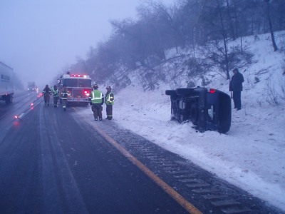 BUTLER TOWNSHIP - MM120 INTERSTATE 81 VEHICLE ACCIDENT 1-28-09 PICTURES AND VIDEO BY COALREGIONFIRE