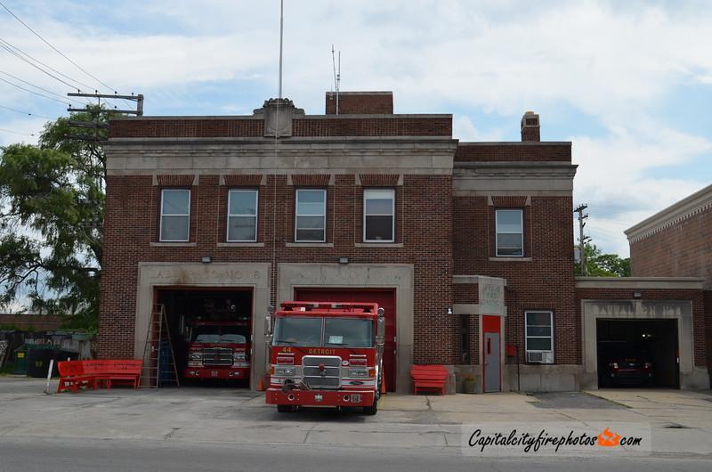 Detroit Engine 44, Ladder 18, Chief 8 - W. Seven Mile Rd near John R St