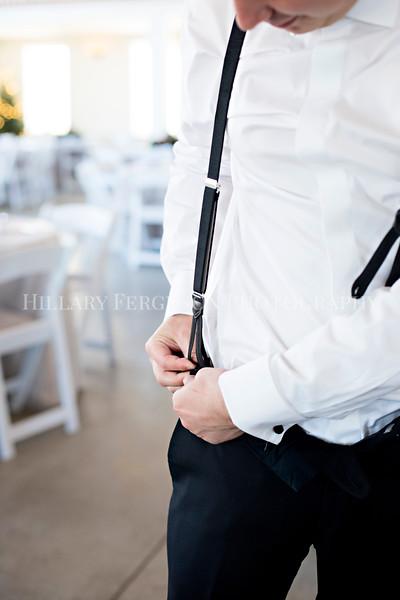 Hillary_Ferguson_Photography_Melinda+Derek_Getting_Ready260.jpg