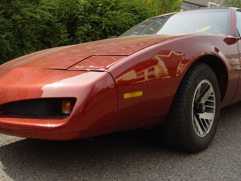2005-04-19_04648 Irgendwie halte ich alle Autos dieser Bauart immer für Corvettes, war aber nen Pontiac Firebird.