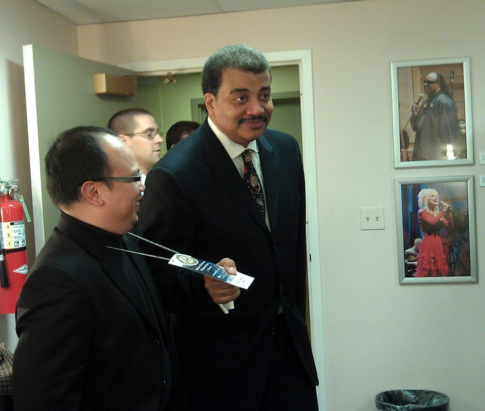 Neil deGrasse Tyson (@neiltyson) checks @zippyg2's credentials