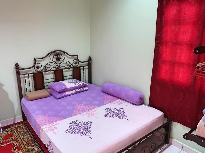 IMG_4865-rose-house-bed.jpg