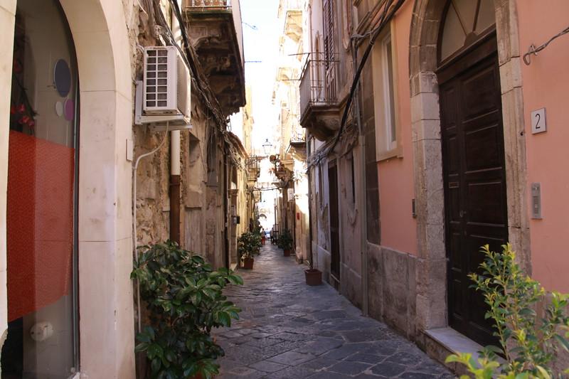 Ortygia, Siracusa-skinny lanes