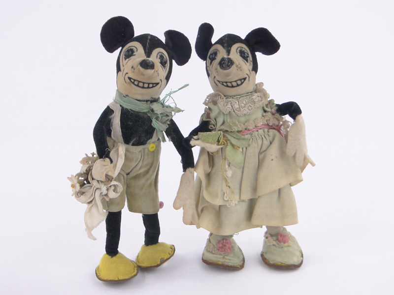 the-queens-childhood-toys-are-going-on-sale--and-they-include-these-creepy-90-year-old-mickey-and-minnie-mouse-dolls.jpg