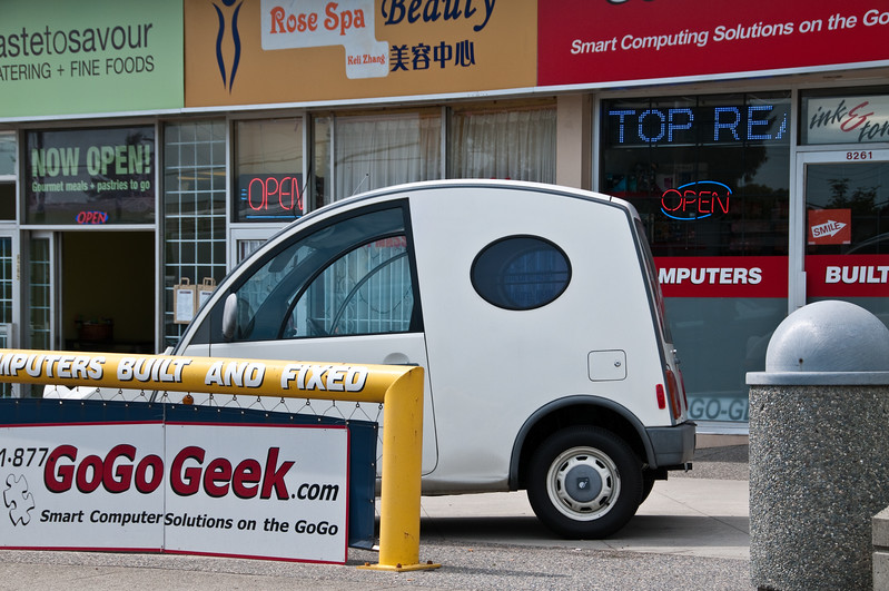 Not entirely sure if that's some delivery van version of a Smart Car or if it's some other micro city-car. I kind of like it.