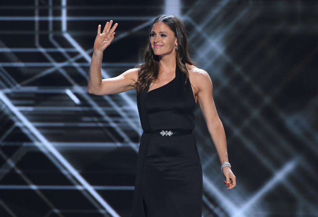 . Jennifer Garner presents the Arthur Ashe Award for Courage, at the ESPY Awards at the Microsoft Theater on Wednesday, July 18, 2018, in Los Angeles. (Photo by Phil McCarten/Invision/AP)