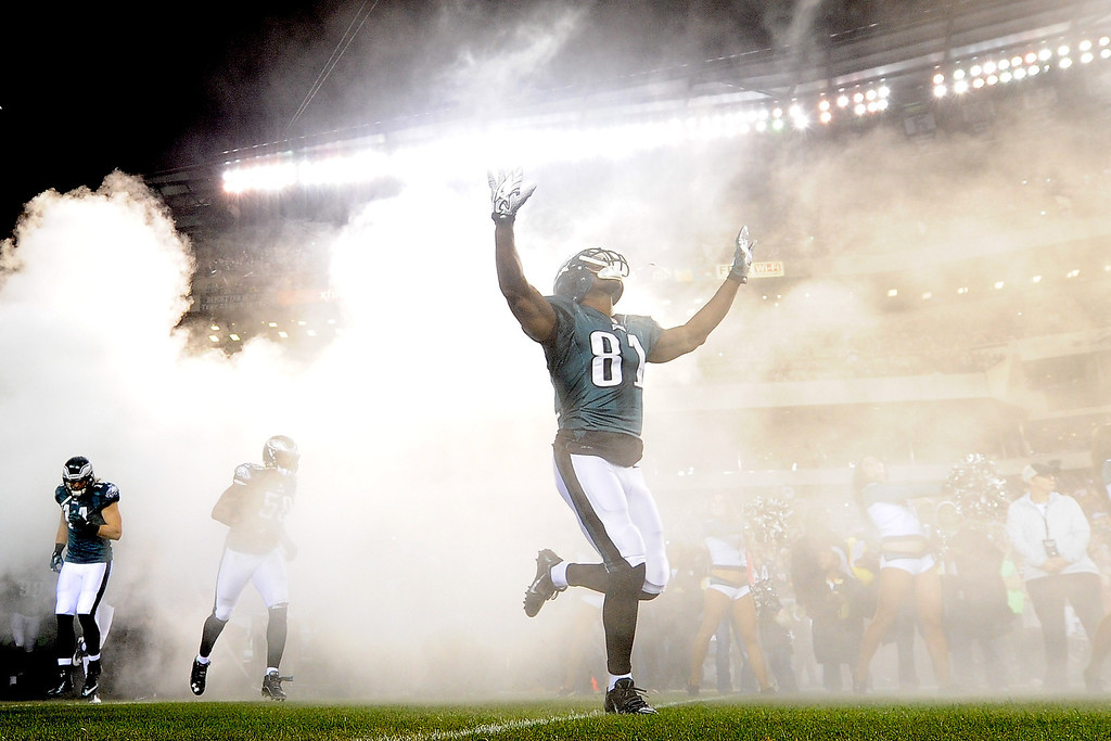 . Jason Avant #81 of the Philadelphia Eagles enters the field before the game against the Chicago Bears at Lincoln Financial Field on December 22, 2013 in Philadelphia, Pennsylvania.  (Photo by Maddie Meyer/Getty Images)