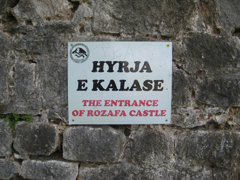 castle_entrance_sign.jpg