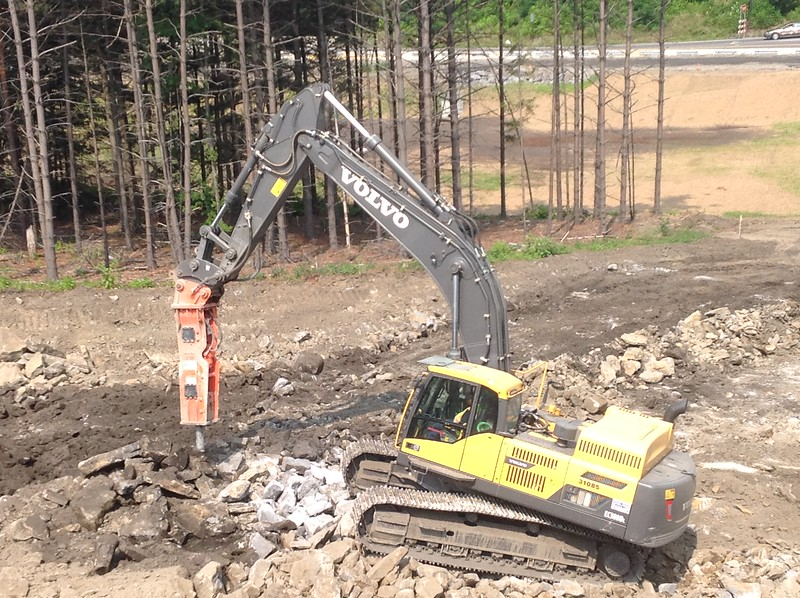 NPK GH15 hydraulic hammer on Volvo EC380DL excavator 2 (26).JPG