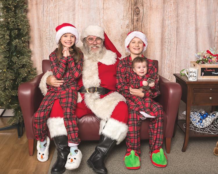 Ameriprise-Santa-Visit-181202-4928.jpg