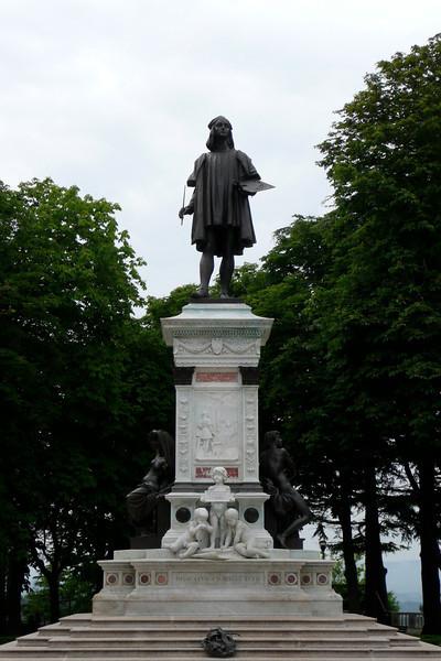 Monumento a Raffaello. Urbino, Marche