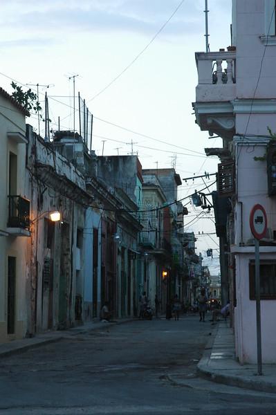 Havana alley - Leslie Rowley