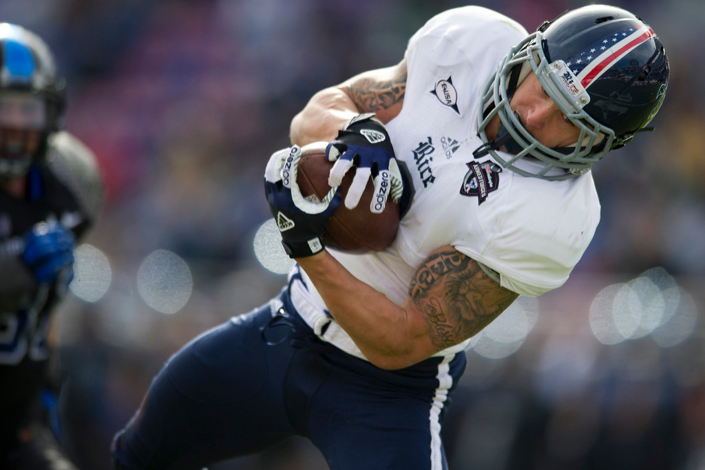 . Sam McGuffie #2 of the Rice Owls makes a diving catch against the Air Force Falcons on December 29, 2012 during the Bell Helicopter Armed Forces Bowl at Amon G. Carter Stadium in Fort Worth, Texas.  (Photo by Cooper Neill/Getty Images)