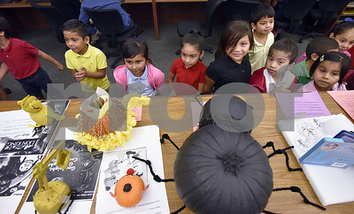 dixie-elementary-turns-library-into-a-storybook-themed-pumpkin-patch