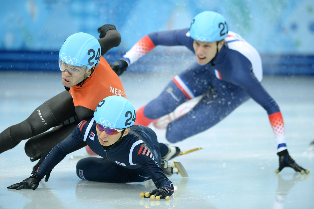 . Netherlands\' Sjinkie Knegt (L) and South Korea\'s Park Se Yeong (C) fall as they compete in the Men\'s Short Track 1500 m Final B at the Iceberg Skating Palace during the Sochi Winter Olympics on February 10, 2014.   AFP PHOTO / JUNG YEON-JE/AFP/Getty Images