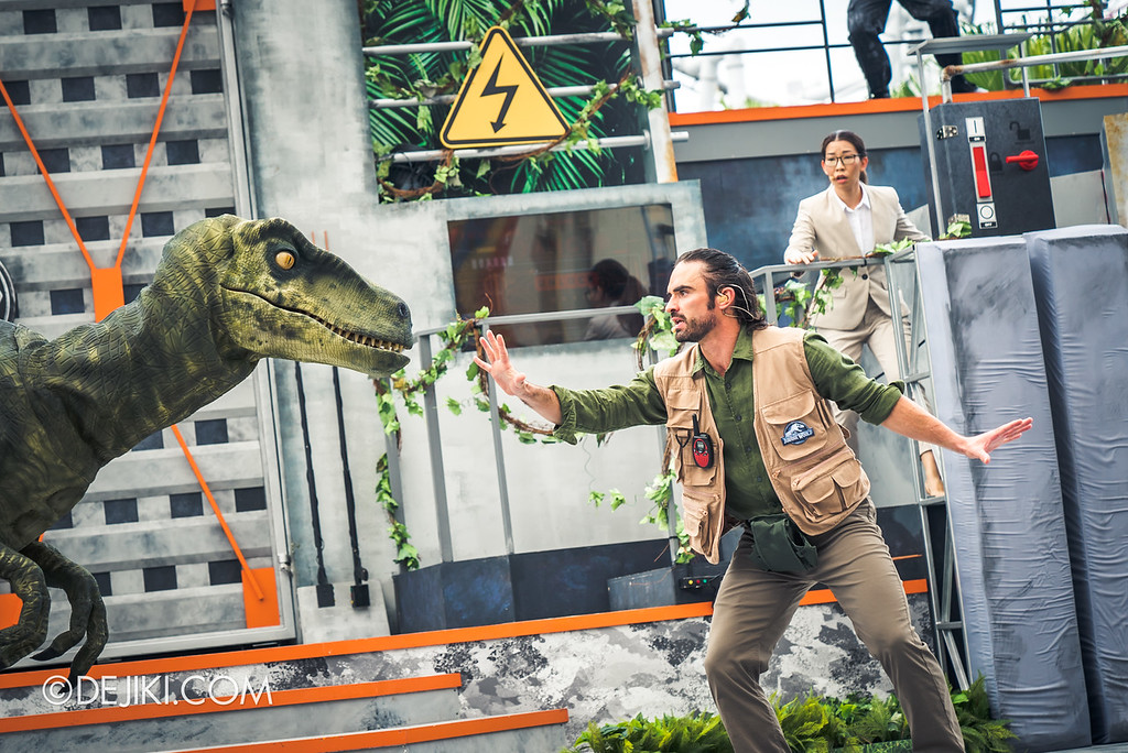 Universal Studios Singapore Park Update - Jurassic World Explore and Roar event - Jurassic World: ROAR! show / Raptor attack closeup