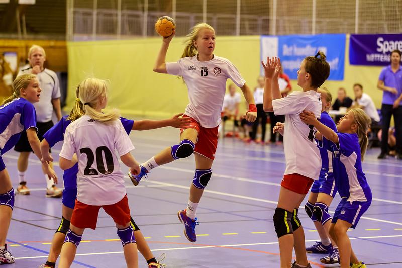 Siste kamp i Sparebank1 cup var mot Njård.  Her tok det litt tid før jentene kom skikkelig i gang, men kampen endte til slutt med 6-1 til Skedsmo J11.