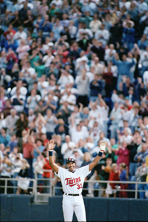 . Minnesota\'s Dave Winfield reacts to the Dome\'s standing ovation upon getting his 3000th hit in a game against the Oaklands A\'s at the Metrodome in Minneapolis on September 17, 1993.  (Pioneer Press: John Doman)