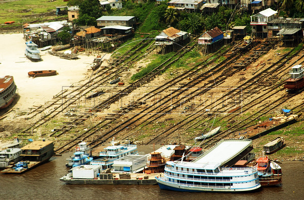 The amazon river basic experienced a record drought in 2010, with river levels at their lowest point in years. Some areas were left isolated as boats we not able to navegate. (Australfoto/Ivan Canabrava)