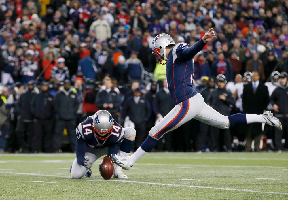Description of . New England Patriots kicker Stephen Gostkowski (3) closes out the first half as punter Zoltan Mesko (14) holds the ball for a field goal against the Baltimore Ravens in the NFL AFC Championship football game in Foxborough, Massachusetts, January 20, 2013. REUTERS/Mike Segar