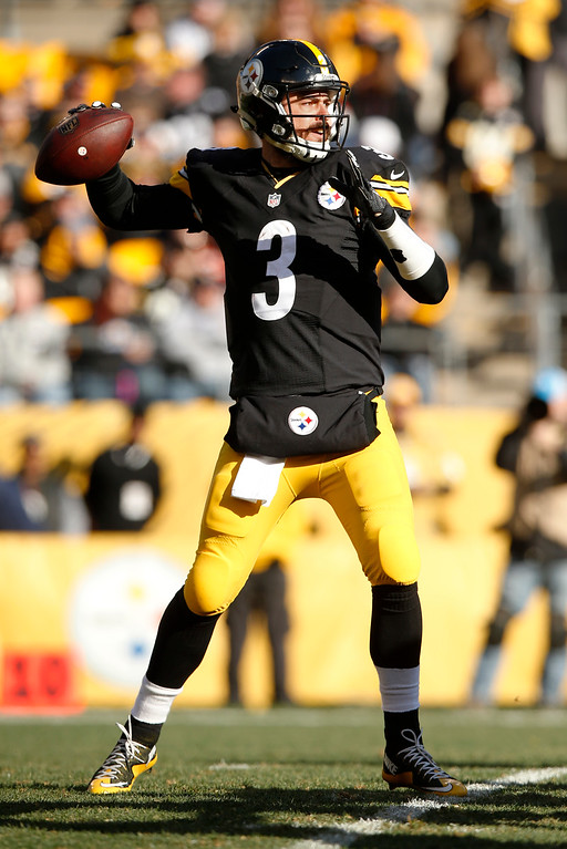 . Pittsburgh Steelers quarterback Landry Jones (3) passes during the first half of an NFL football game against the Cleveland Browns in Pittsburgh, Sunday, Jan. 1, 2017. (AP Photo/Jared Wickerham)