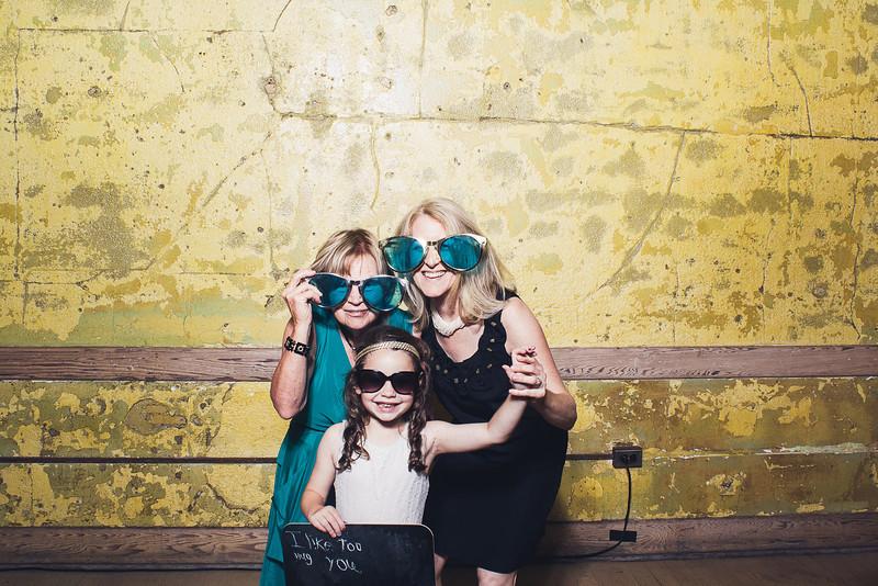 RachelJonPhotobooth-0103.jpg
