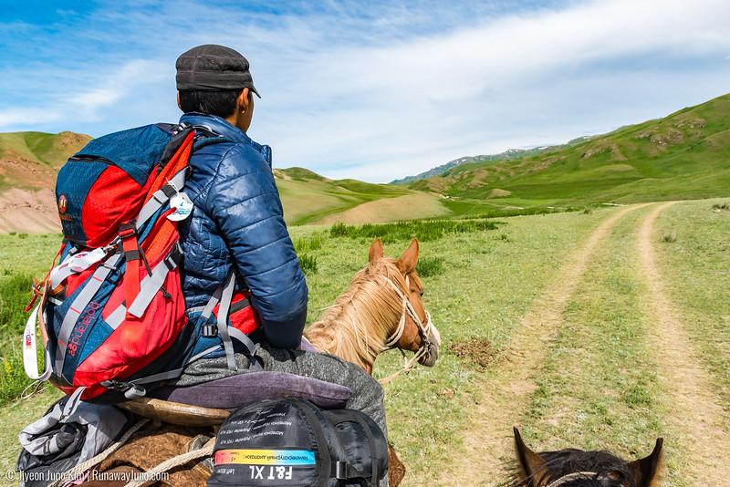 Song Kol Horse Trek-6105663.jpg