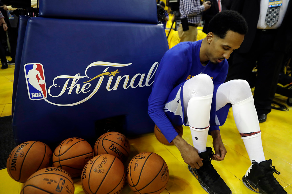 . Golden State Warriors\' Shaun Livingston ties his shoes as he prepares to warm up before Game 1 of basketball\'s NBA Finals against the Cleveland Cavaliers Thursday, June 1, 2017, in Oakland, Calif. (AP Photo/Marcio Jose Sanchez)